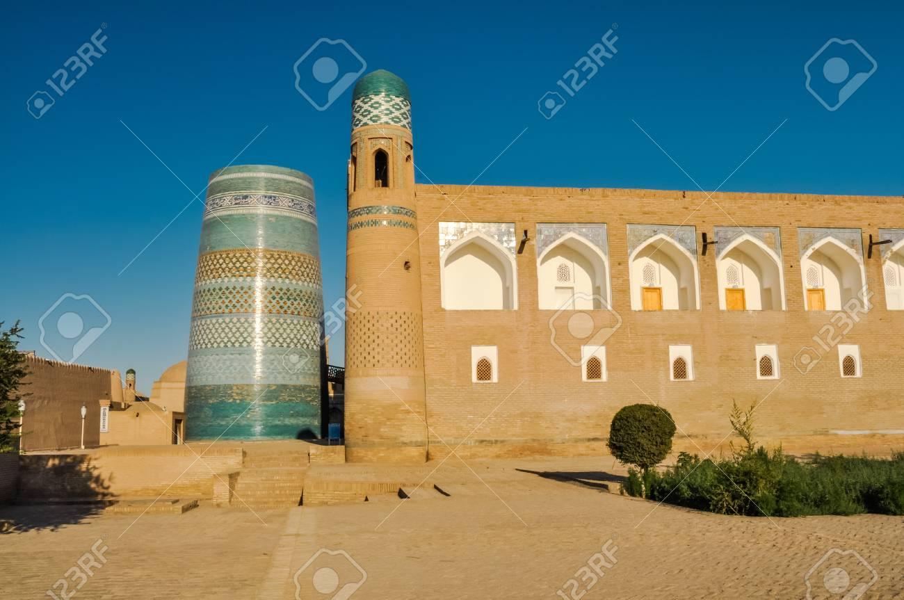 Captivating Foto Des Hauses Gemacht Von Den Ziegelsteinen Mit Blauen Verzierungen  Gemalt Auf Seinen Wänden In Khiva