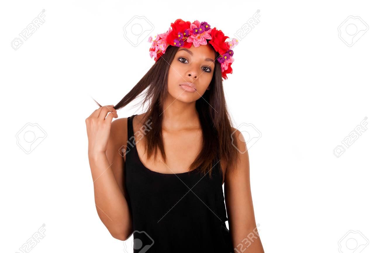 Prachtige afrikaanse amerikaanse model stellen mode stijl