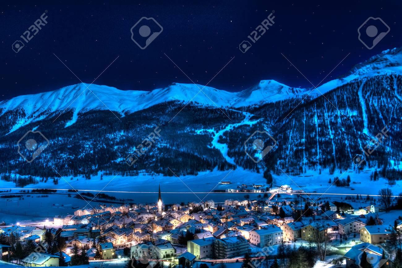 Zuoz - engadin - switzerland near St Moritz in a winter night - 32185646