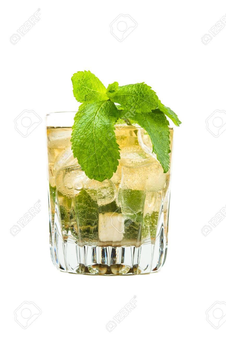 Mint julep cocktail - 42312190