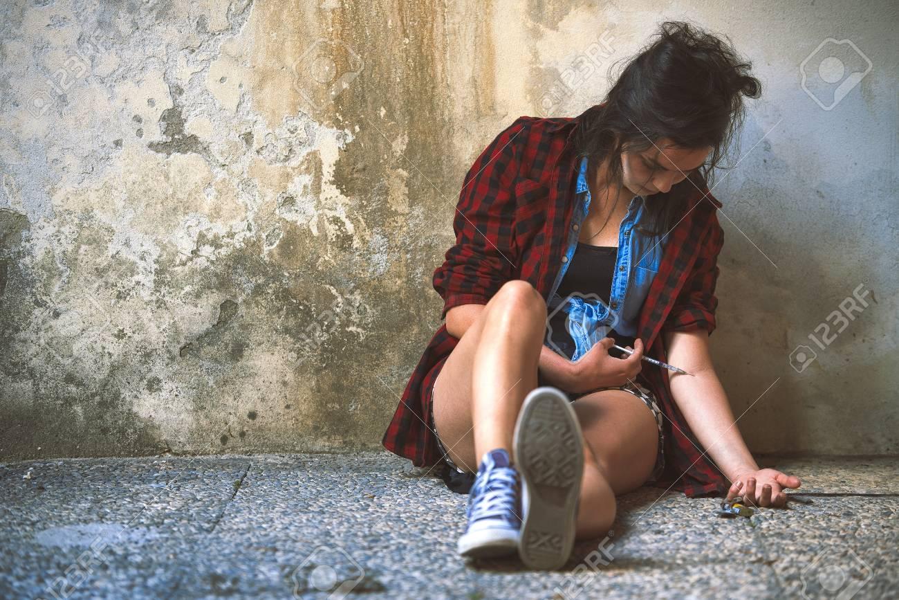 Tiener wordt geneukt door enorme lul