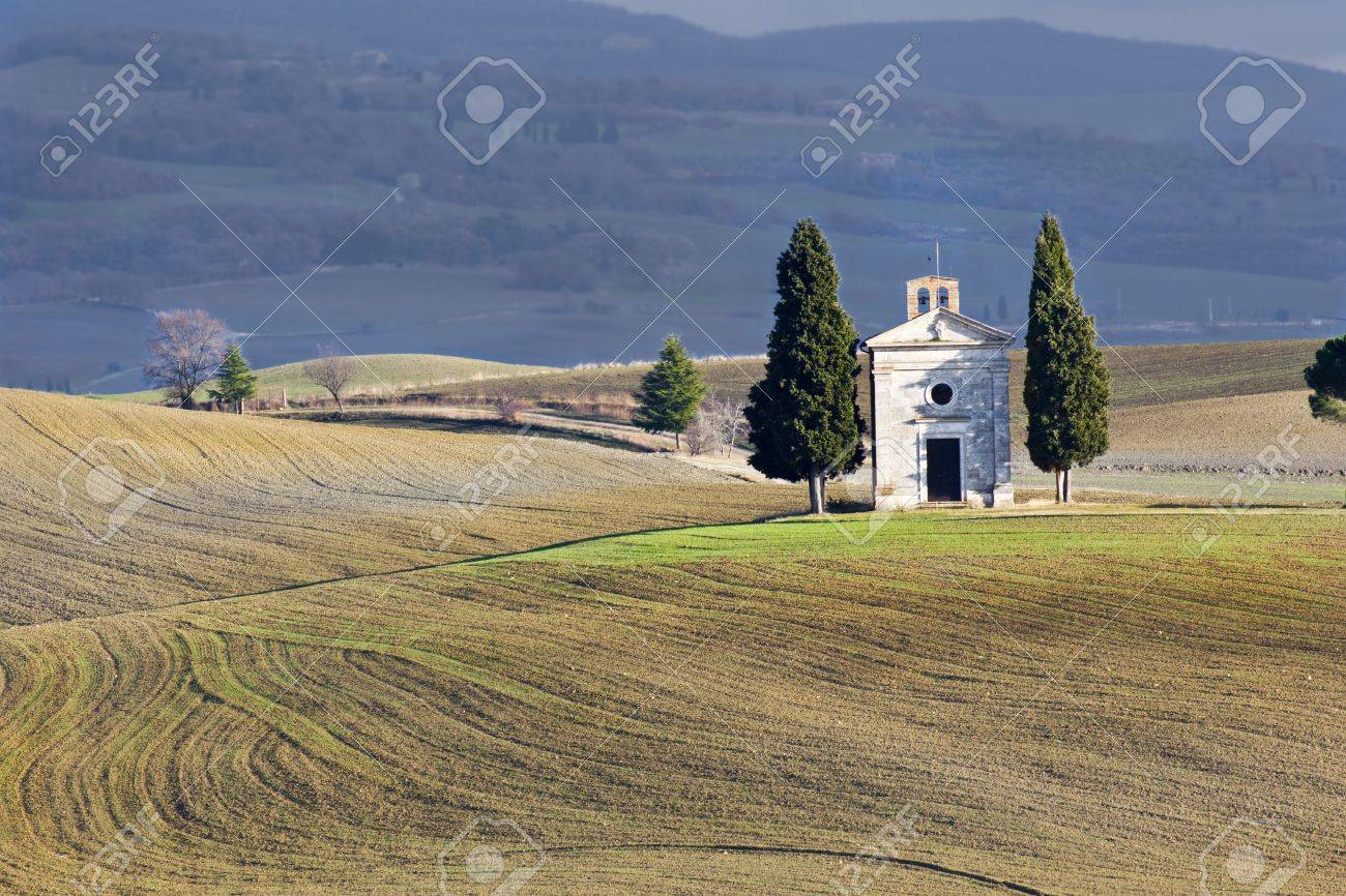Lonely church, Val d'Orcia (Italy). Stock Photo - 12124707