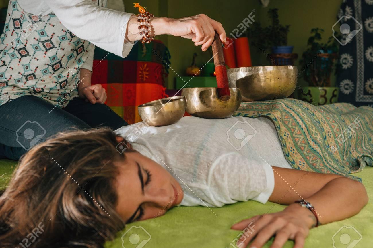 Tibetan singing bowl - 77451457