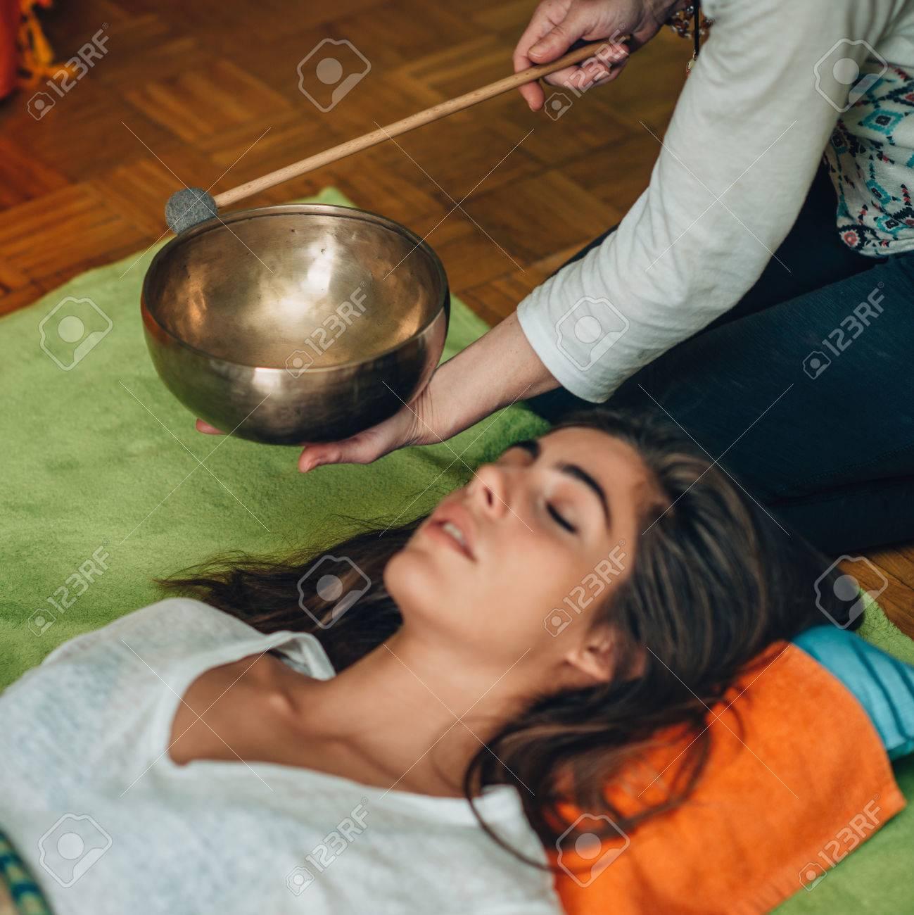 Tibetan singing bowl - 77451498