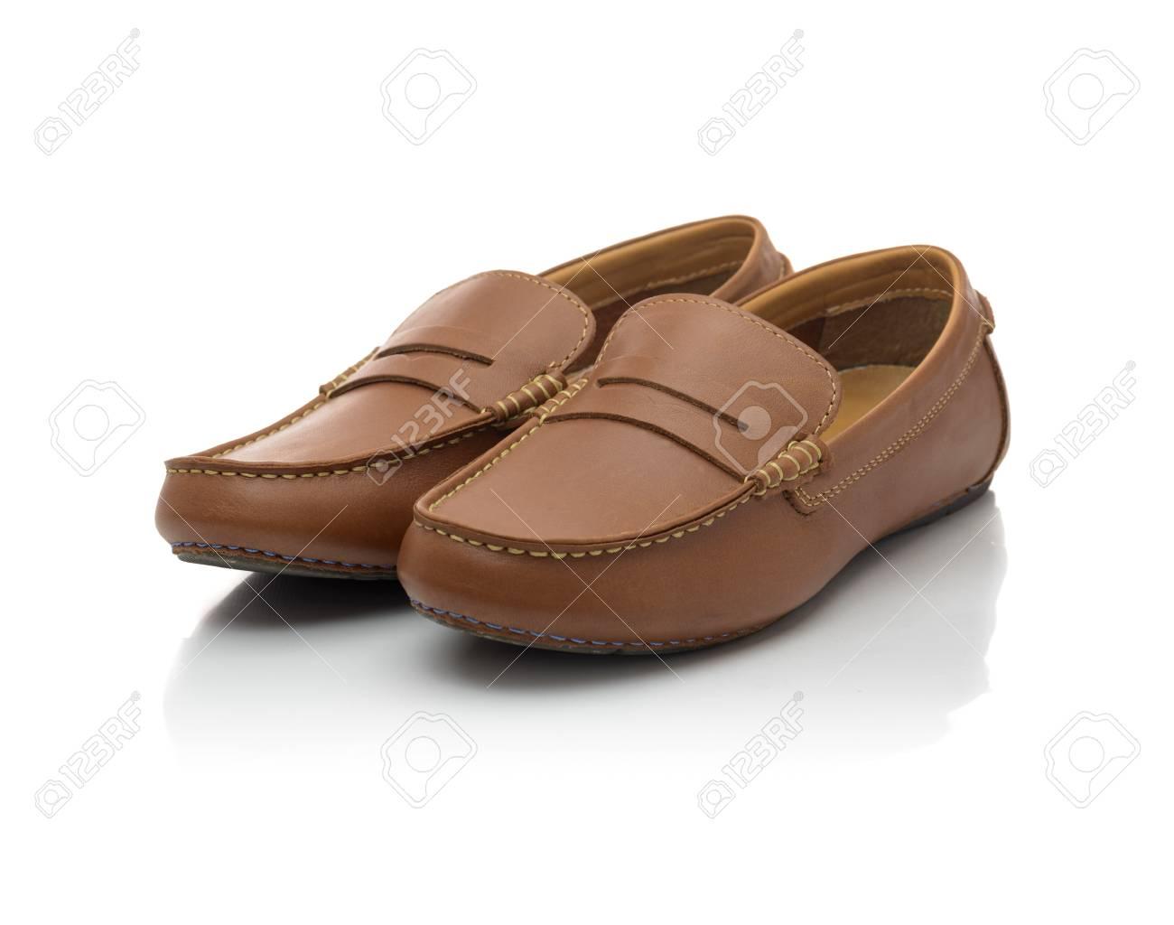 3cb12294a0 Foto de archivo - Marrón Moda Hombre Casual zapatos aislados en el fondo  blanco