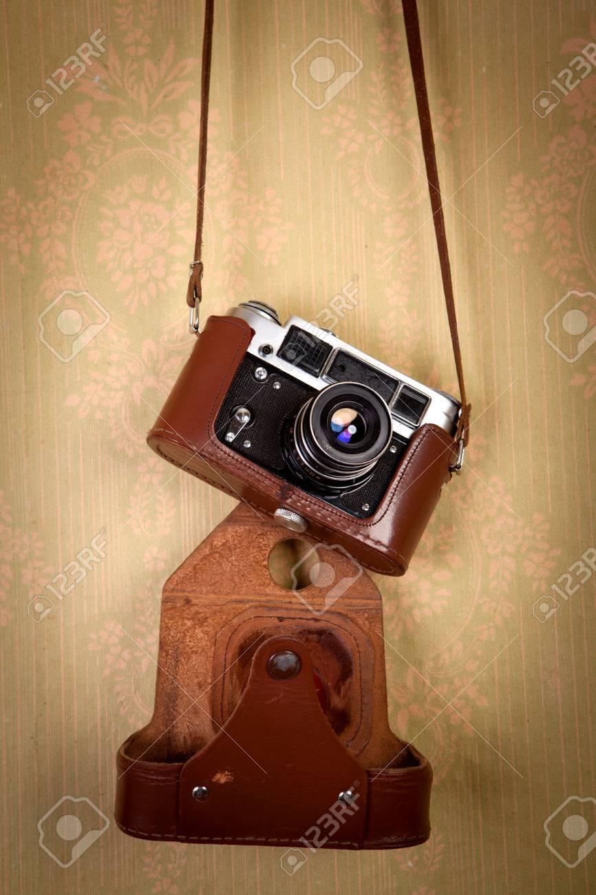 Rétro Appareil Photo De Style Vintage Sur Un Vieux Wallpaper
