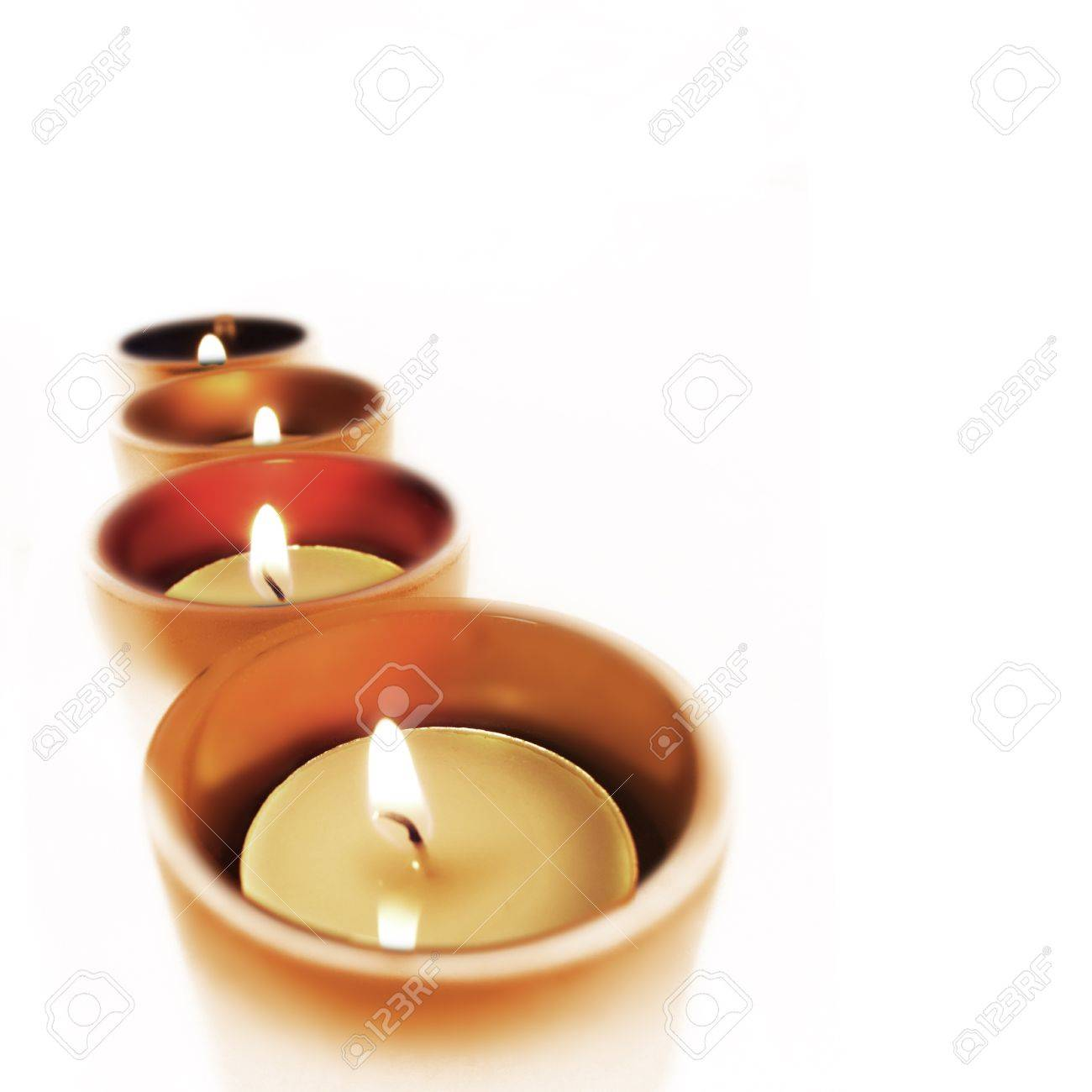 Cuatro equipaje de mano que guarda de cristal con velas encendidas Foto de archivo - 13343703