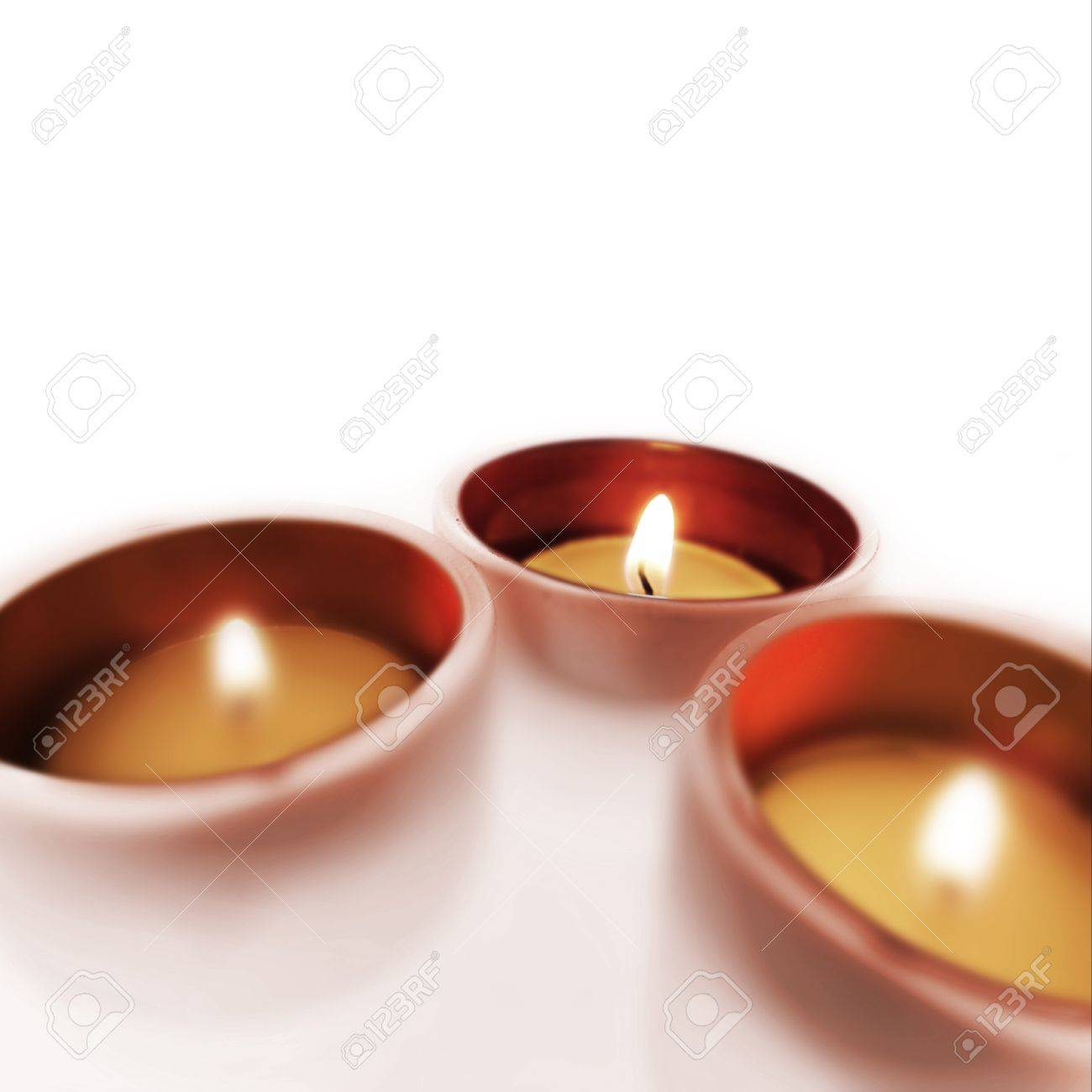 Tres equipaje de mano que te guarde de cristal con velas encendidas Foto de archivo - 13343704