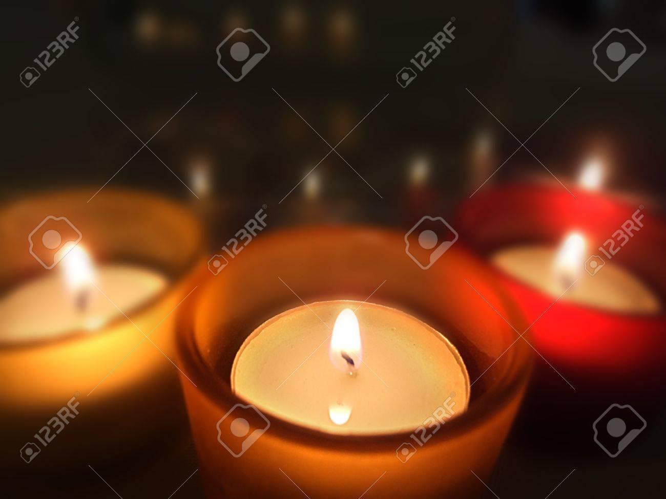 Tres equipaje de mano que te guarde de cristal con velas encendidas Foto de archivo - 13418572