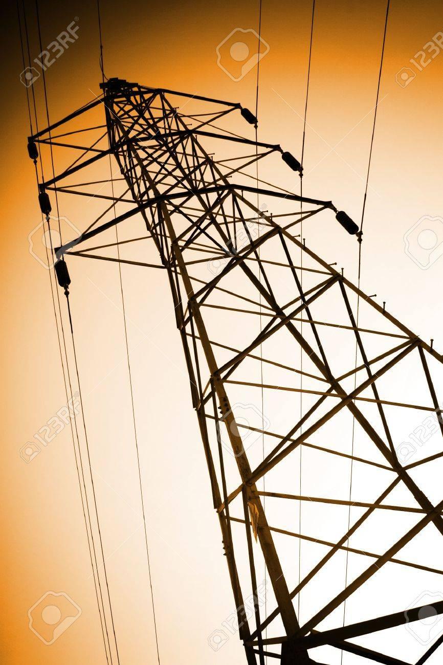 torre de suministro eléctrico de alto voltaje y Foto de archivo - 14130497