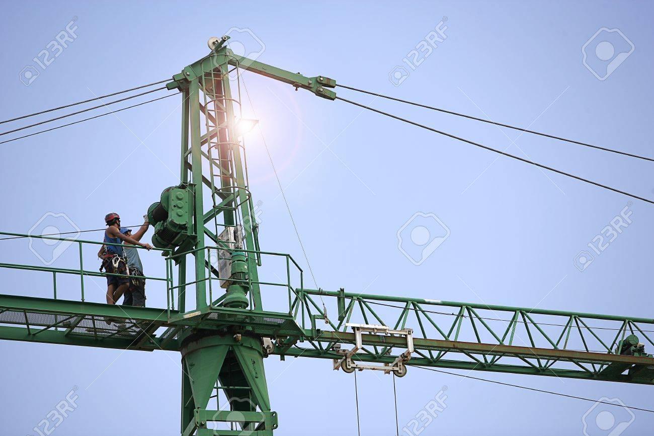 Construcción grúa de montaje Foto de archivo - 14798719
