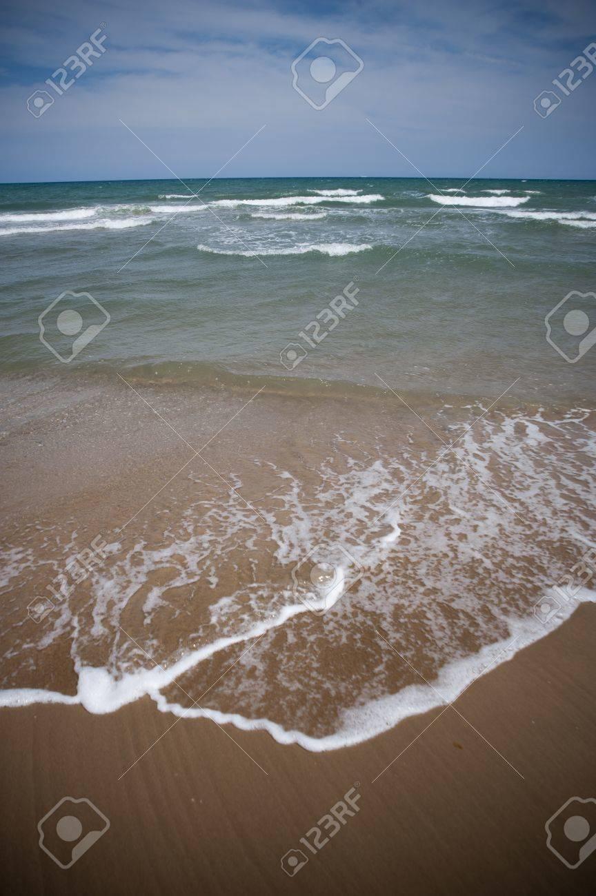 Frente al mar chica joven desnuda Foto de archivo - 14755149