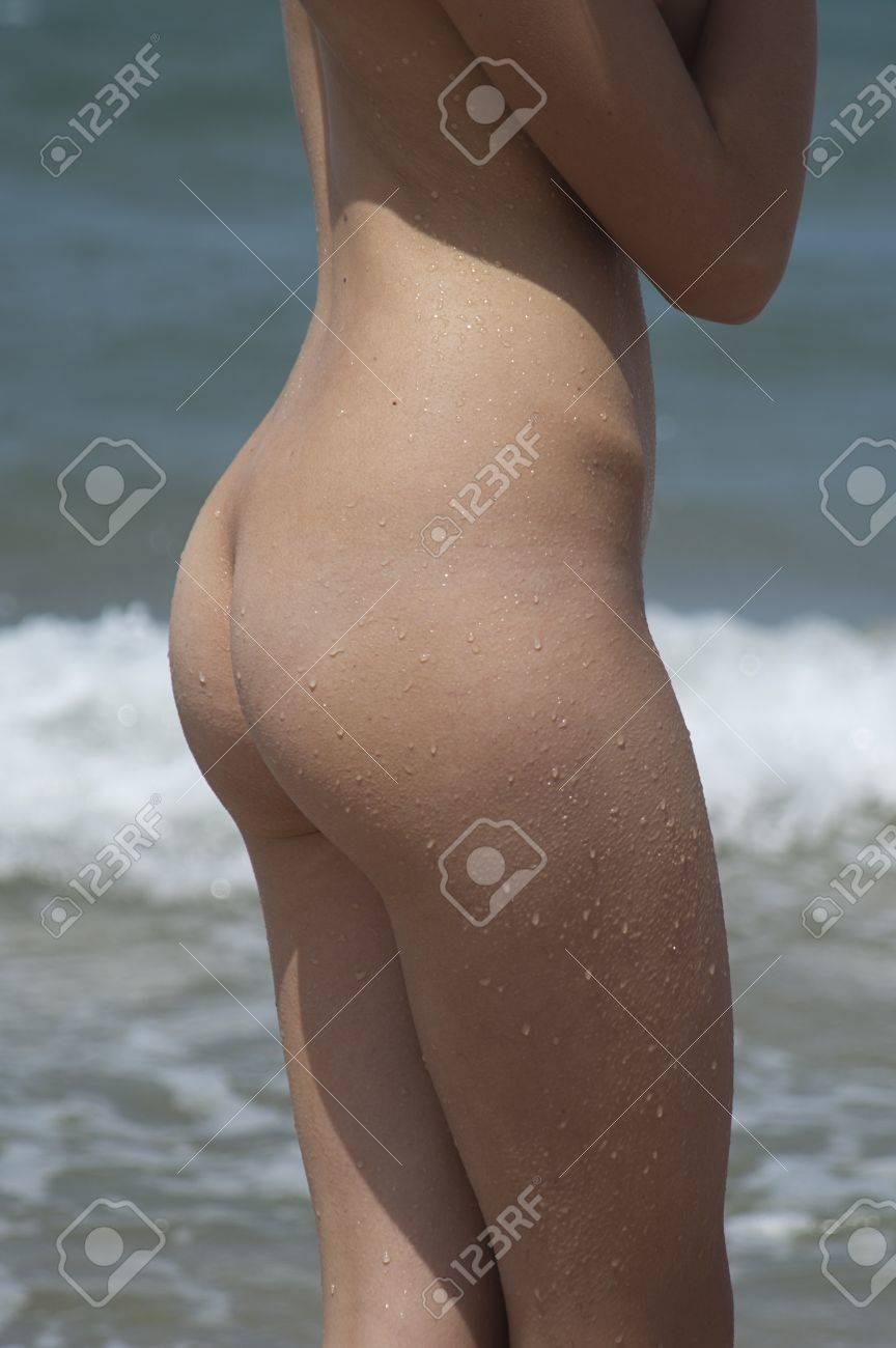Frente al mar chica joven desnuda Foto de archivo - 14755133