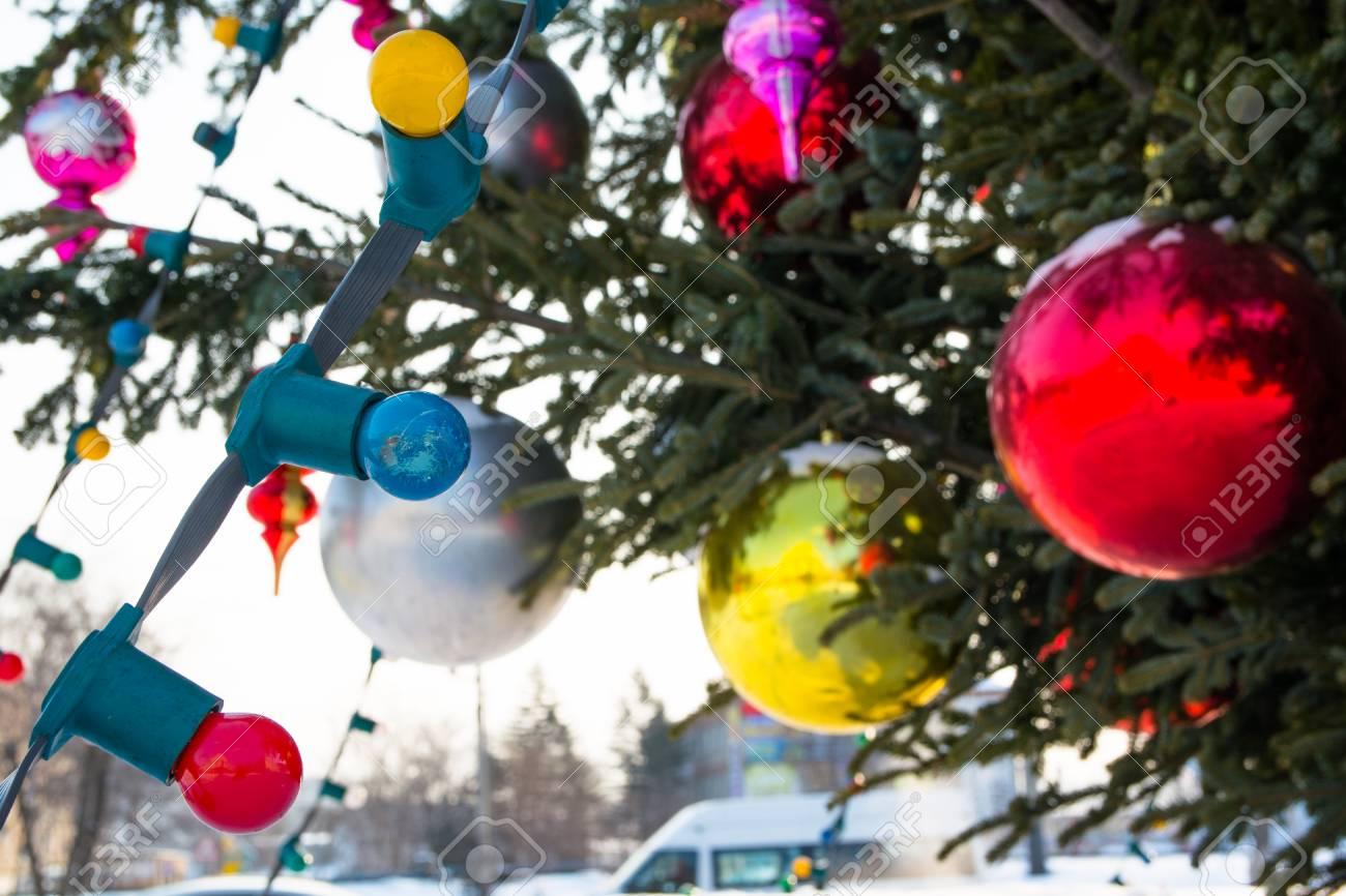 Palle Di Natale Grandi.La Ghirlanda Elettrica E Sull Albero Di Natale Grandi Palle Di Vetro E Giocattoli