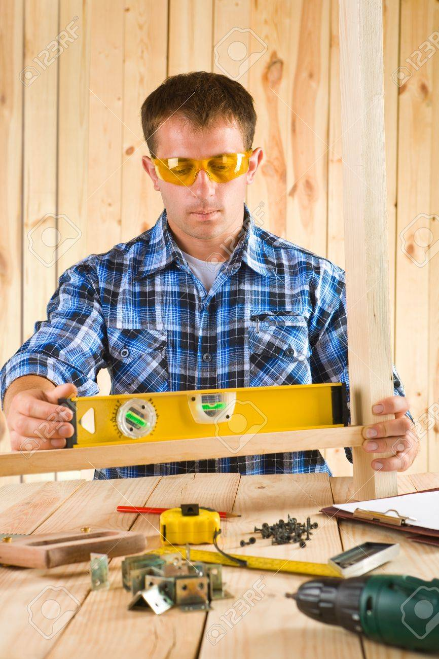 men works with the level Stock Photo - 14781230