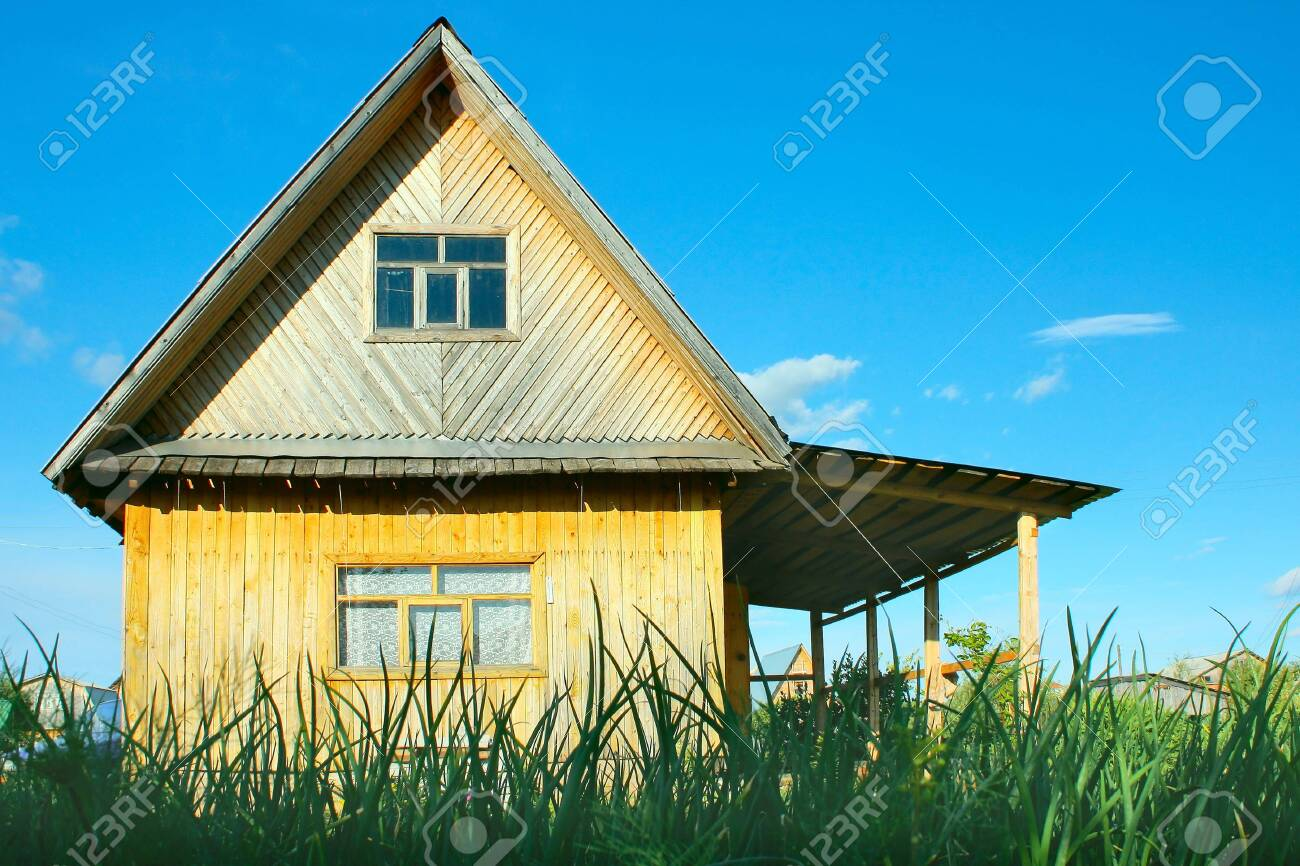 Cottage and green grass Stock Photo - 5862273