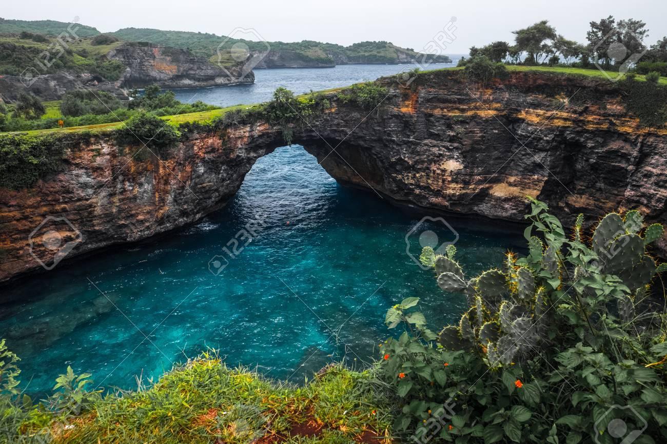 ランドマークの壊れたビーチ ヌサペニダ バリ島 インドネシアの島の