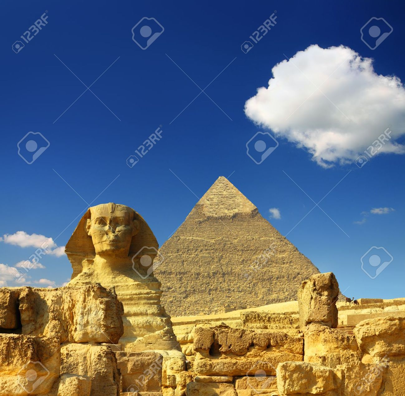 famous ancient egypt Cheops pyramid and sphinx in Giza - 9519355