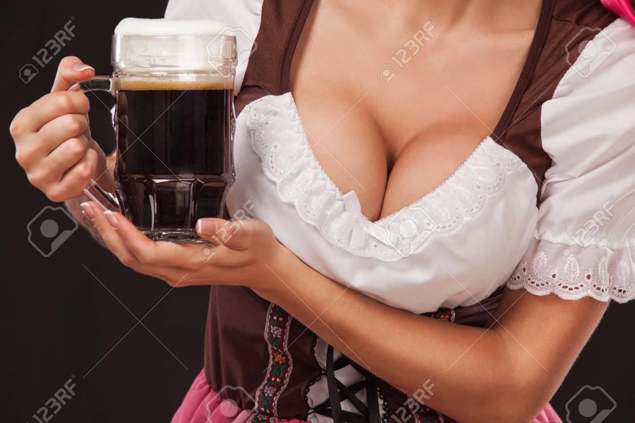 Kellnerin nackt oktoberfest Betrunkene frau