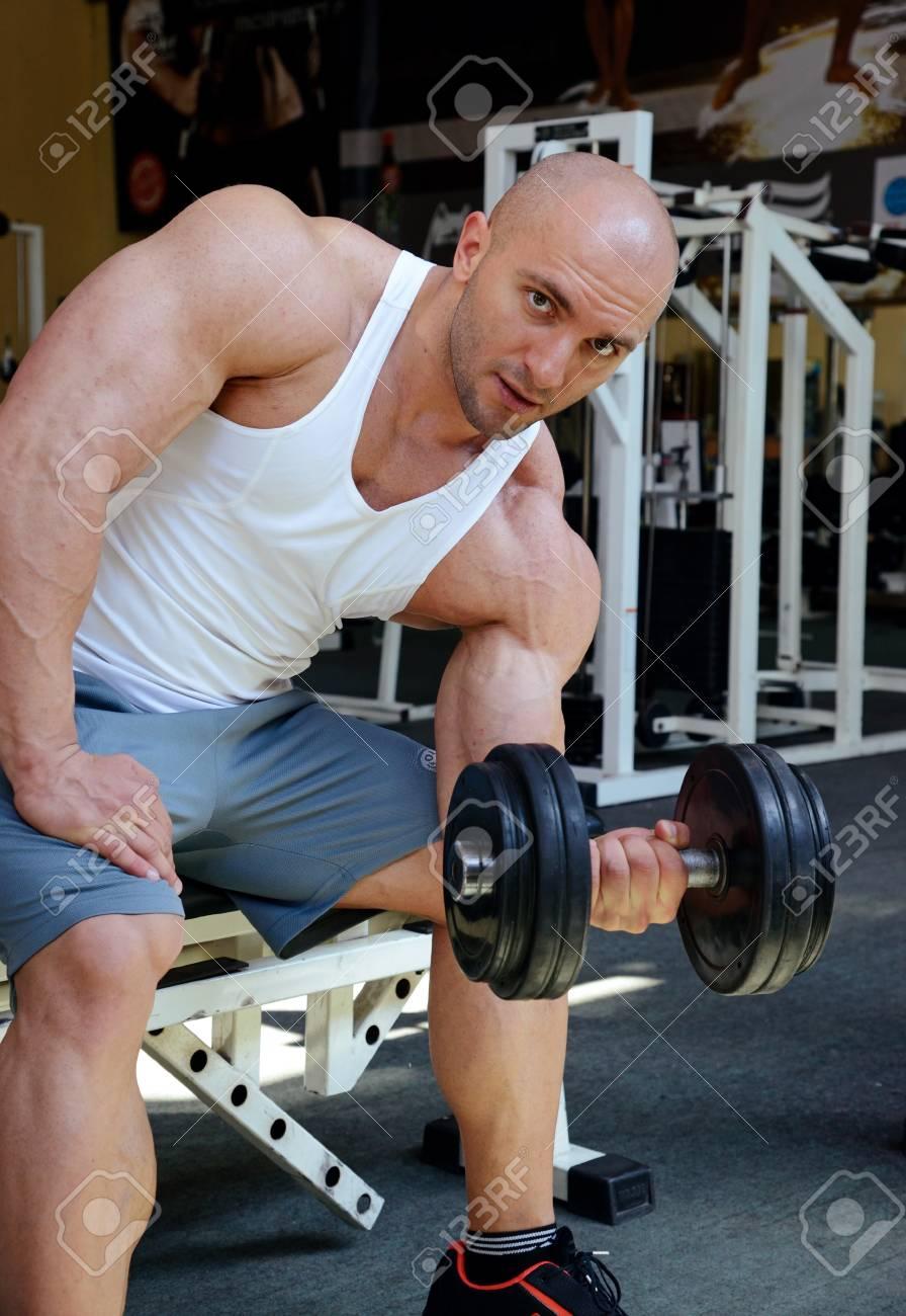 bodybuilder in gym Stock Photo - 19942906