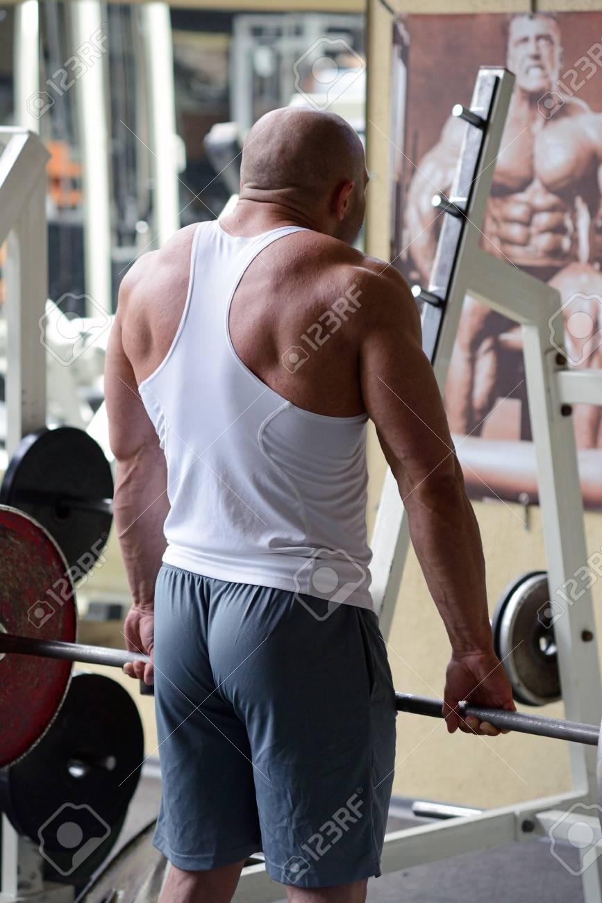 bodybuilder in gym Stock Photo - 19942907
