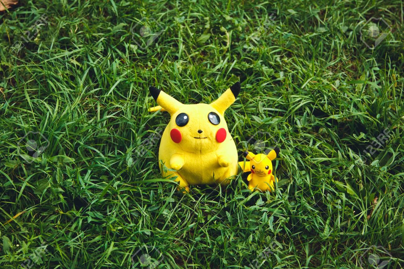Victory Park à Poltava Ukraine Septembre 03092016 Poupée En Peluche Pikachu Toy Pokémon Du Dessin Animé Et Célèbre Jeu Pokemon Go