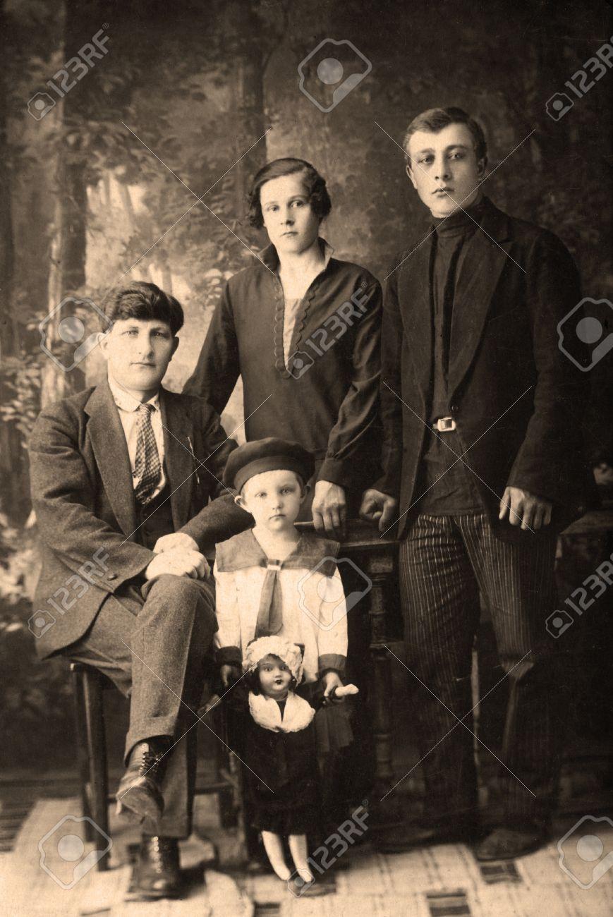 家族の肖像画、1912 年ごろ、す...