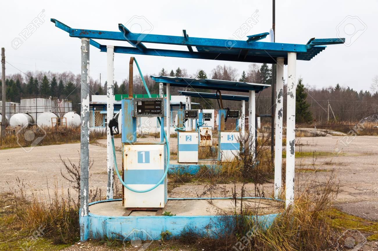 Throat Full Of Glass [Mia Kawaiiski] - Página 3 28817253-rusty-abandoned-pump-on-the-gas-station-at-autumn-day-in-russia