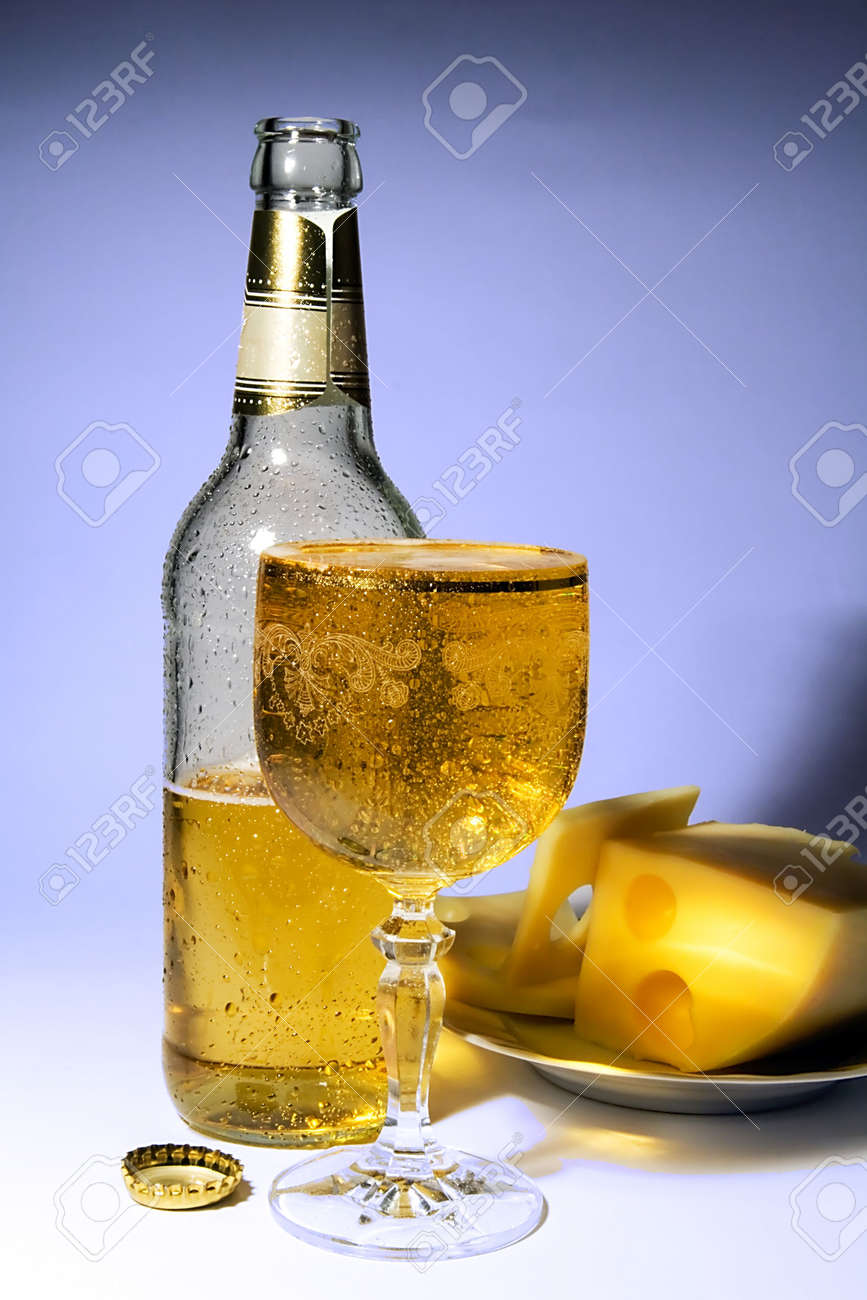 Cold beer and cheese Stock Photo - 434958