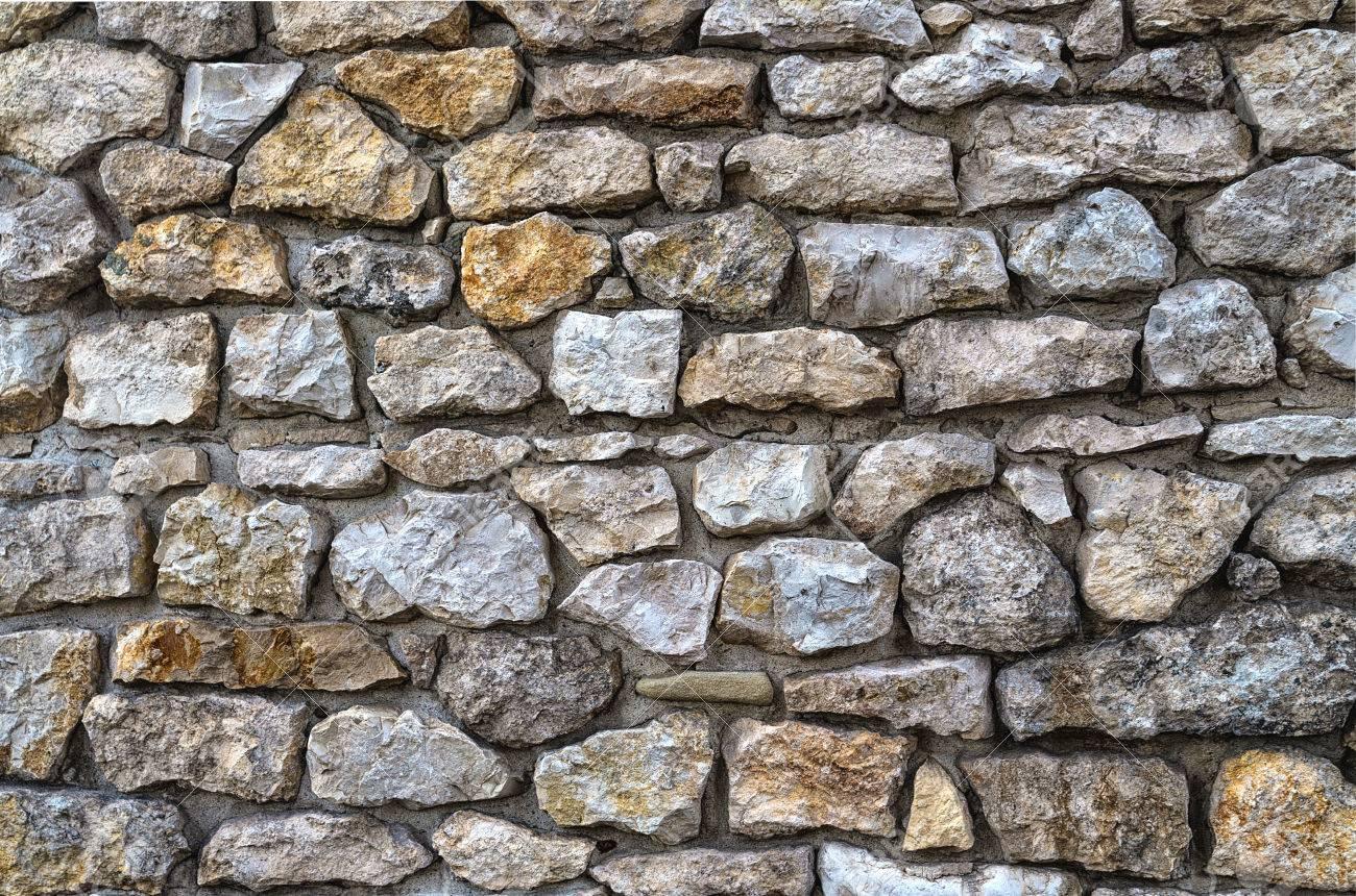 El Uso De Piedra Natural Para Muros De Mampostería Fotos Retratos Imágenes Y Fotografía De Archivo Libres De Derecho Image 69226659