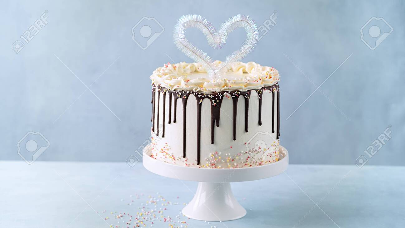 Phenomenal Birthday Cake For Valentines Day With With Heart Cake Topper Funny Birthday Cards Online Inifofree Goldxyz