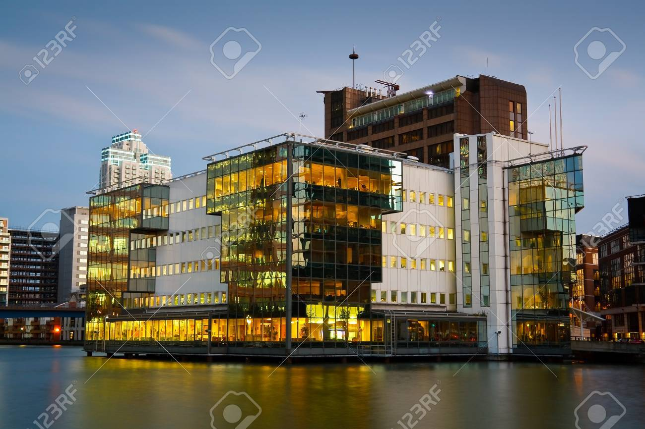 Modern Architecture In South Dock In Canary Wharf London Stock