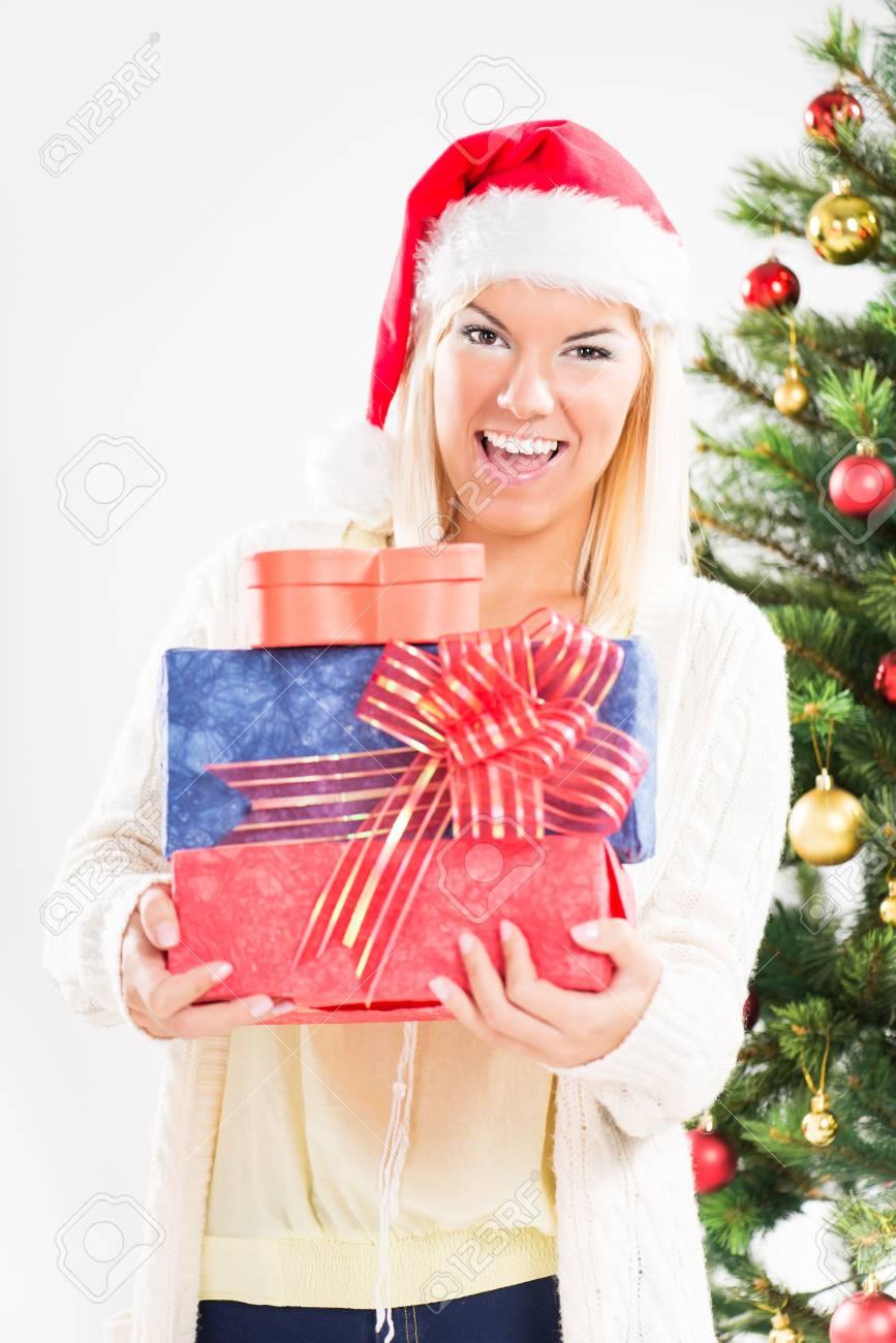 Regali Di Natale Ragazza.Immagini Stock Bella Ragazza Di Natale Felice Con I Regali Di