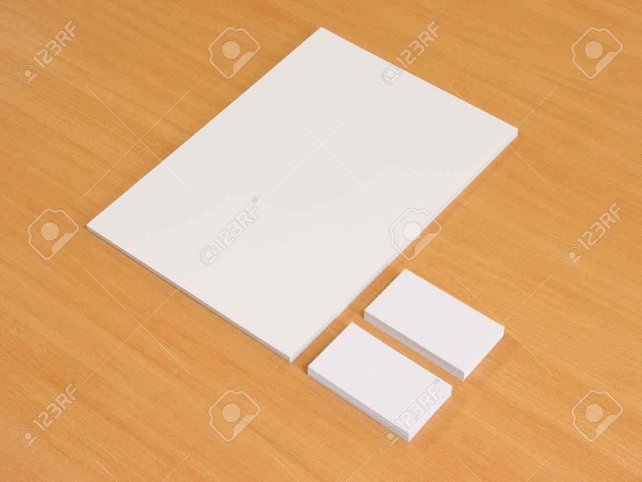 Papier Blanc Et Cartes De Visite En Bois Presentation Design D