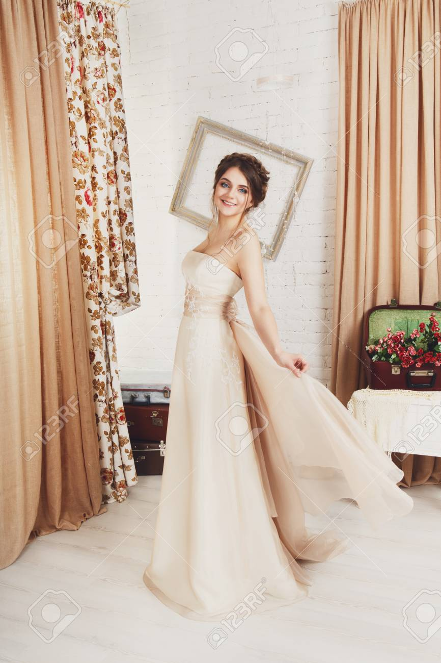 93721ee554d Stock Photo - Wedding dress fashion. Beautiful young bride in vintage