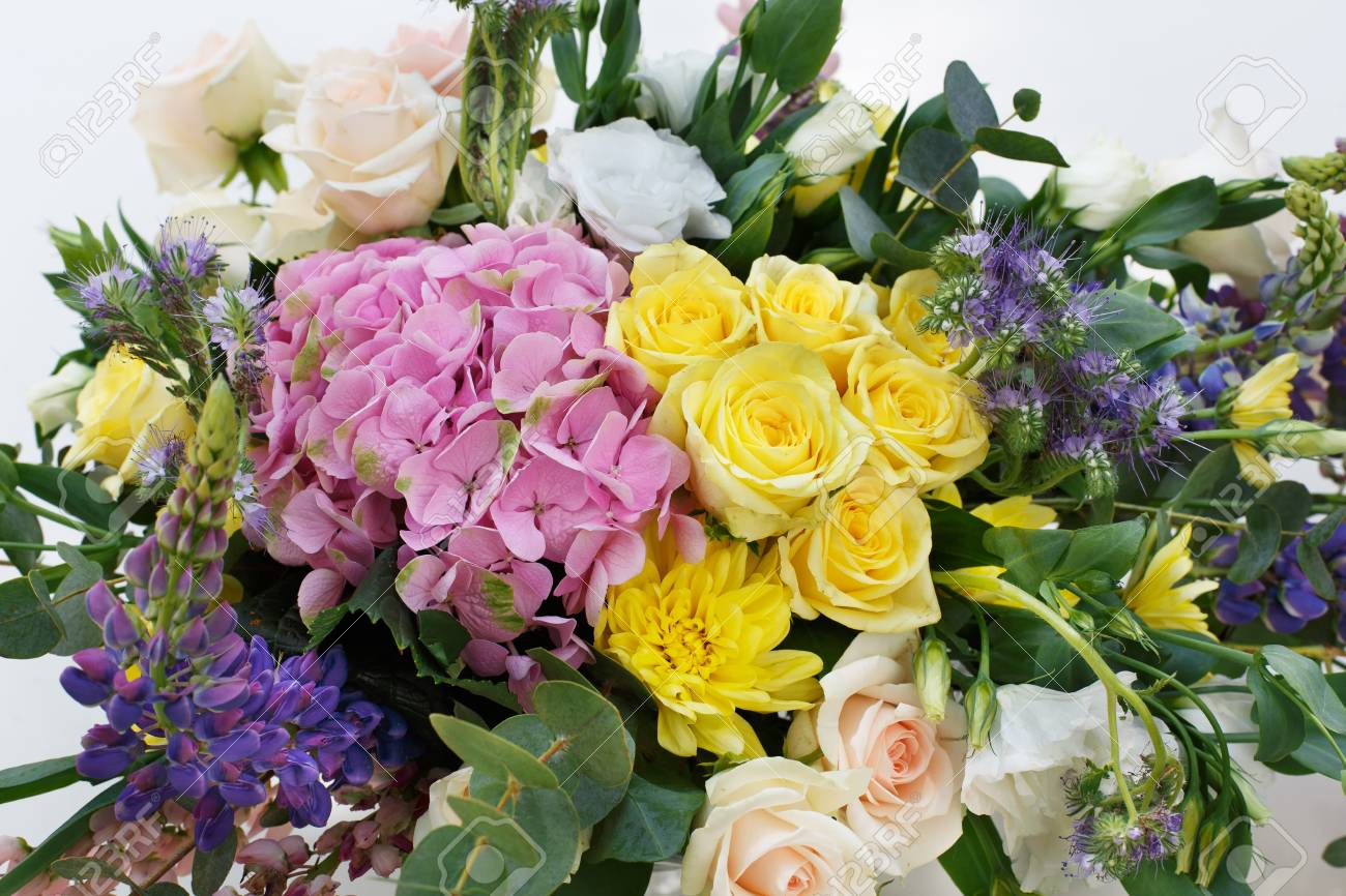 Schoner Blumenzusammensetzungshintergrund Floristische Dekoration
