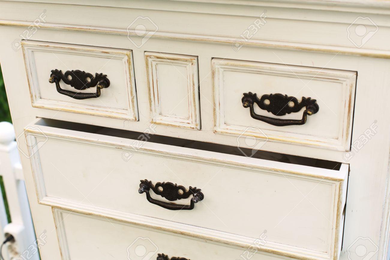 Maniglie Per Mobili Shabby.Vecchio Legno Como Antico Con Maniglie In Metallo Primo Piano Mensola Cassetto Aperto Shabby Chic Stile Vintage Inter Mobili Dettaglio Da Legno