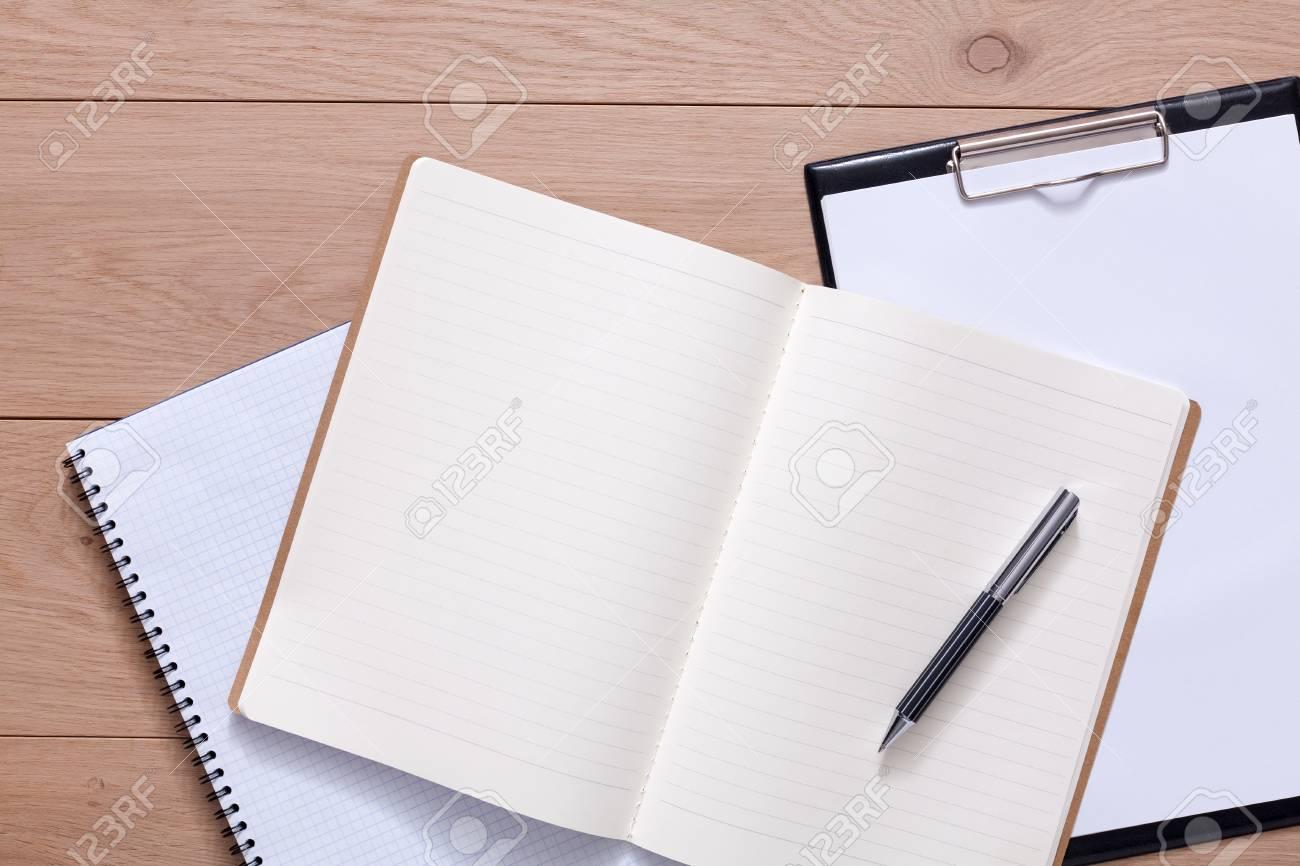 Bloc notes et agenda personnel ou agenda avec stylo. bureau ou