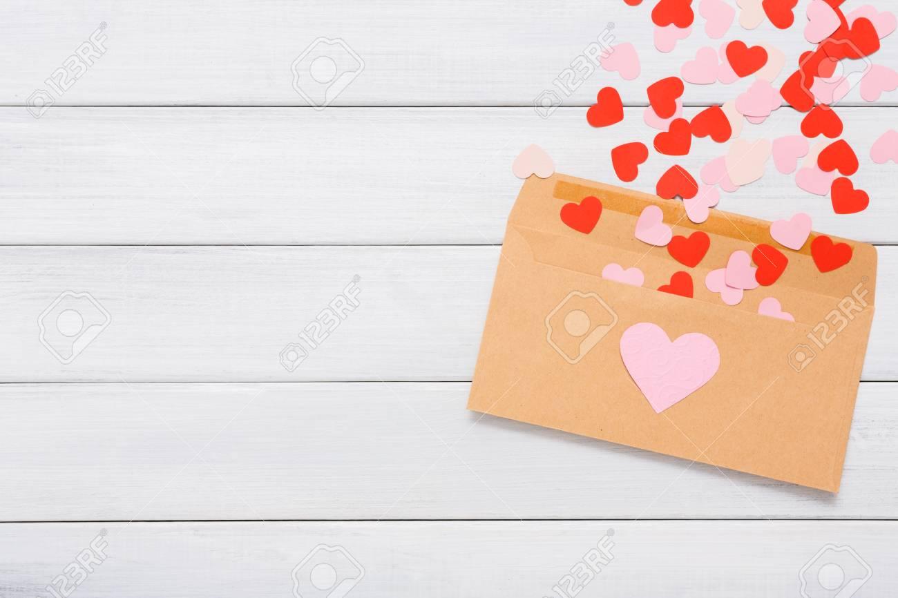 Carta De Amor Del Día De San Valentín El Sobre Del Papel Del Arte