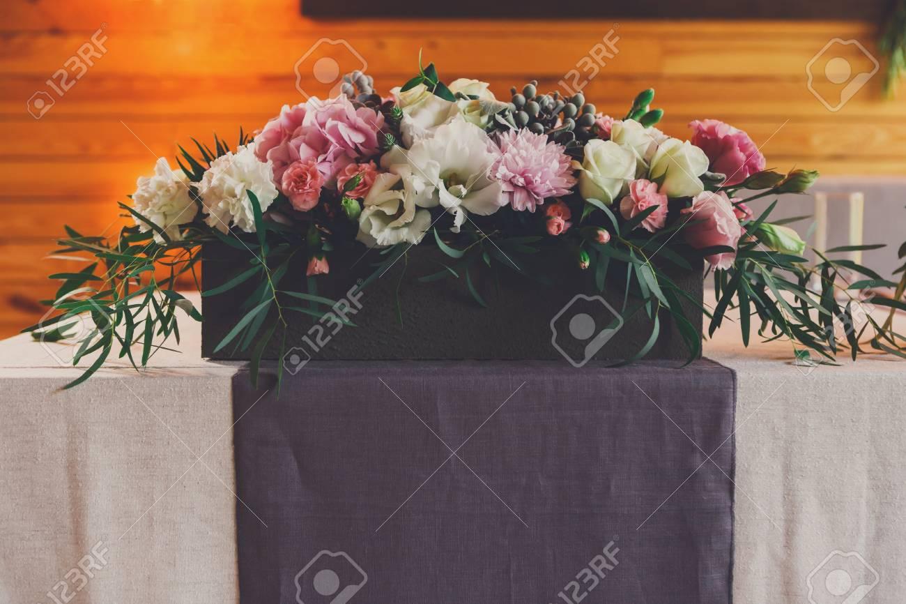 décoration florale de mariage, ensemble de table. vase à fleur