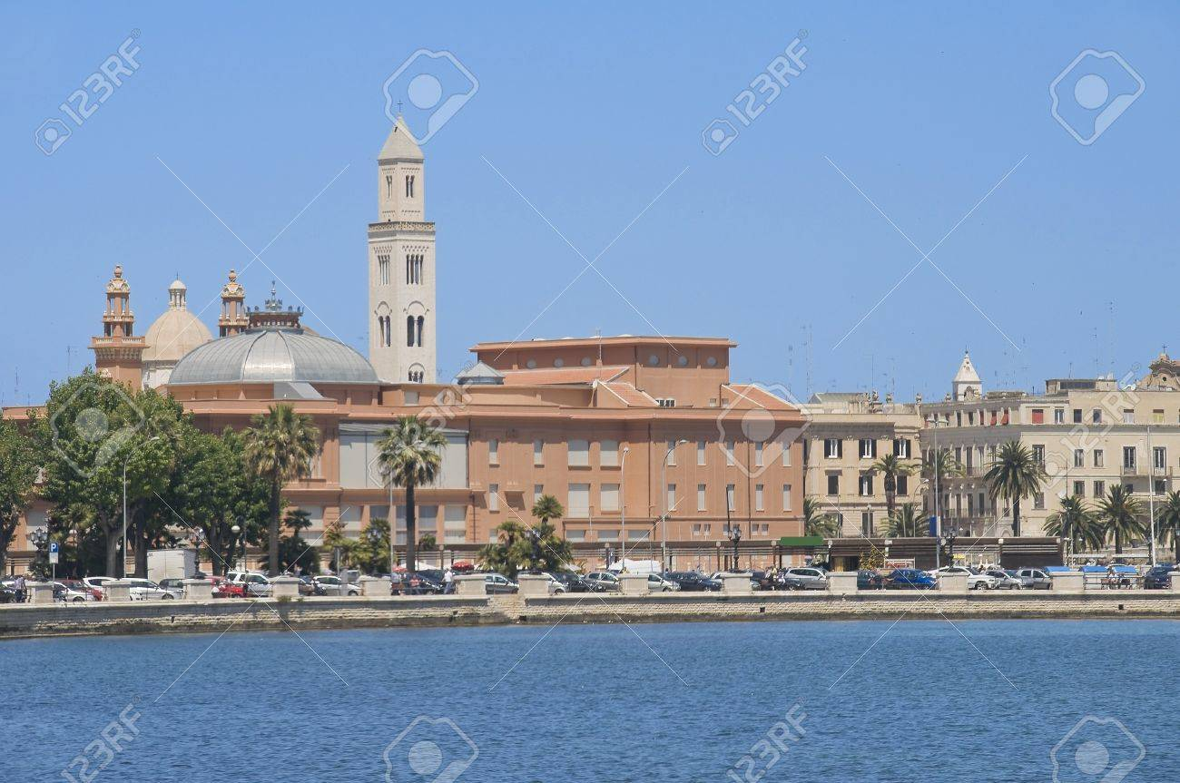 Panoramic view of Bari. Apulia. Stock Photo - 7129765