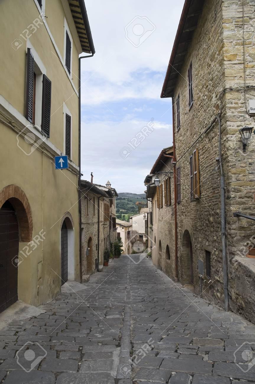 Alleyway. Bevagna. Umbria. Stock Photo - 7793783
