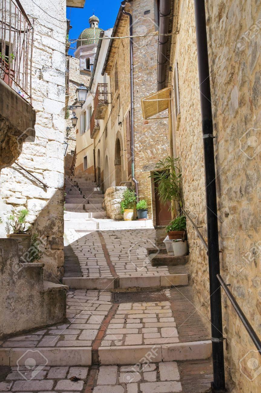 路地ピエトラモンテコルヴィーノ...