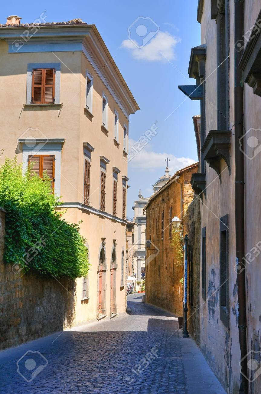 Alleyway. Orvieto. Umbria. Italy. Stock Photo - 16921186
