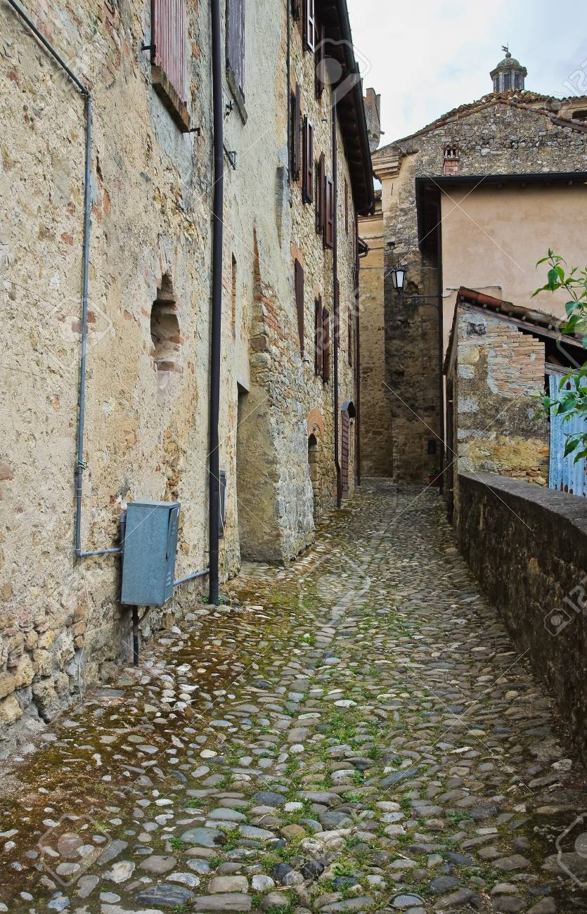 Alleyway  Vigoleno  Emilia-Romagna  Italy Stock Photo - 17748039