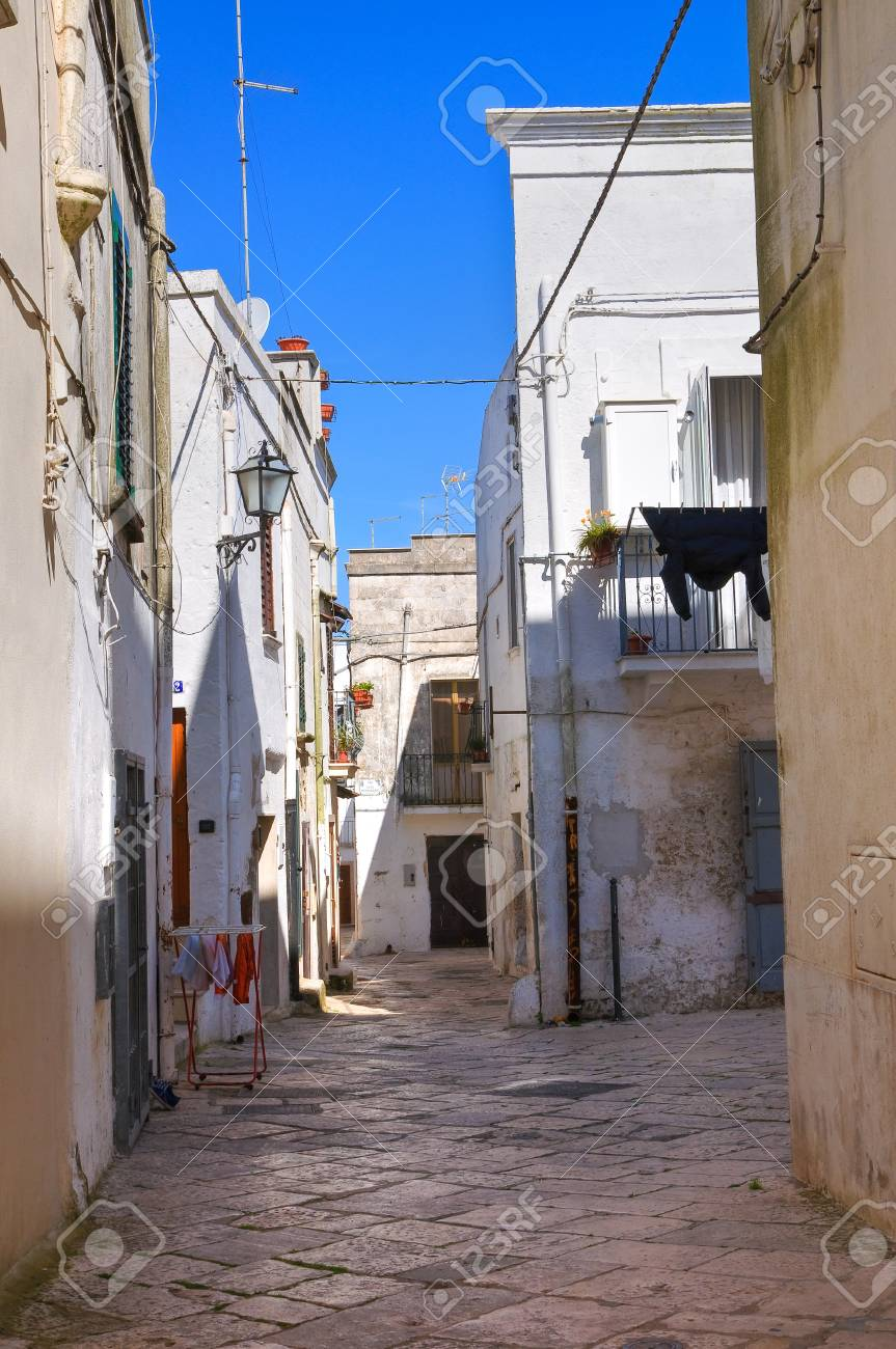 Alleyway. Mottola. Puglia. Italy. Stock Photo - 19125076