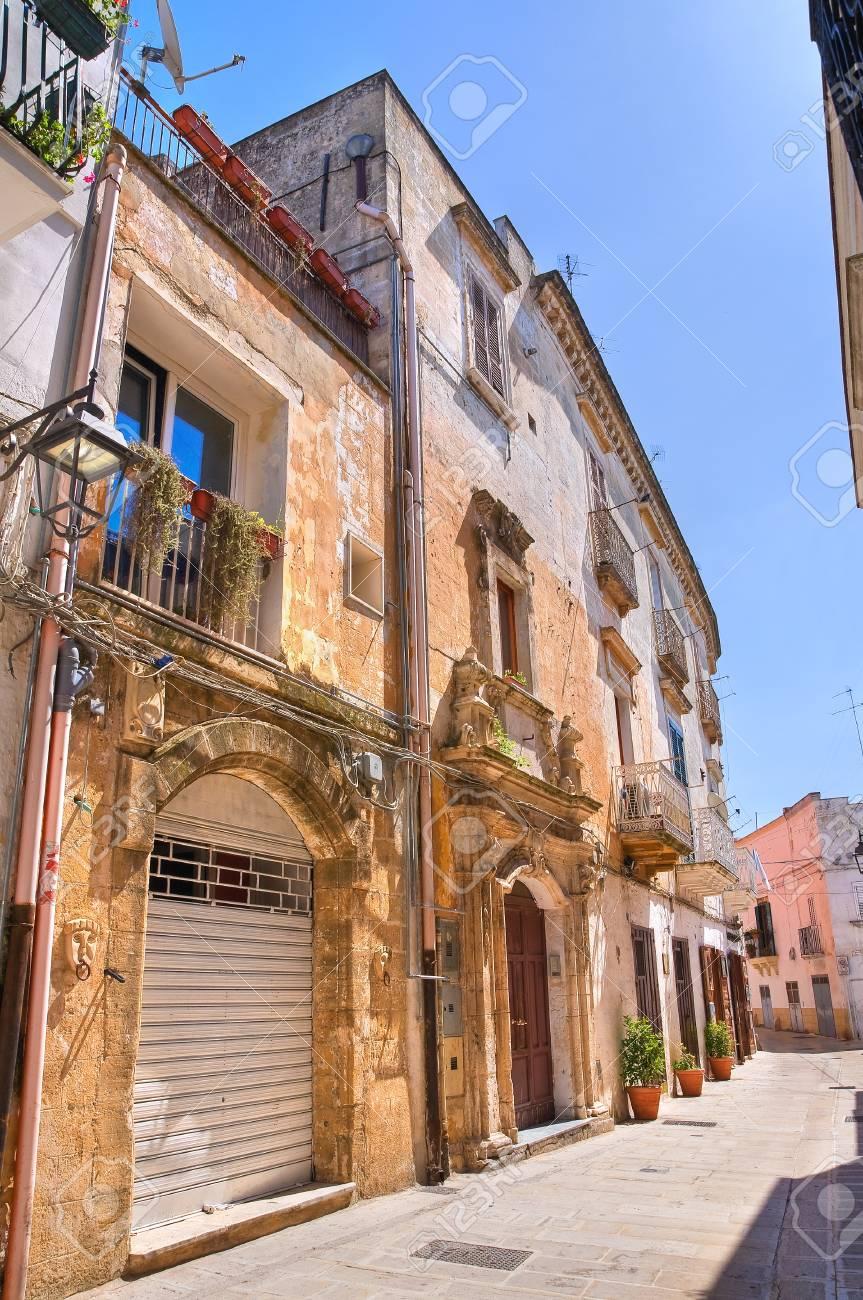 Alleyway in Castellaneta, Puglia, Italy Stock Photo - 19156303