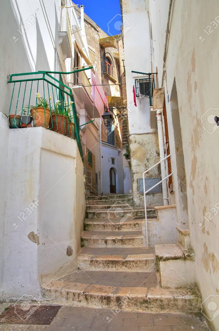 Alleyway. Castellaneta. Puglia. Italy. Stock Photo - 20522429