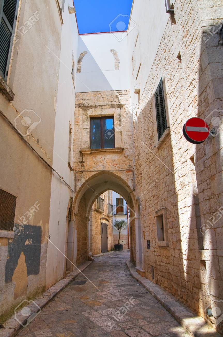 Alleyway  Conversano  Puglia  Italy Stock Photo - 22810228