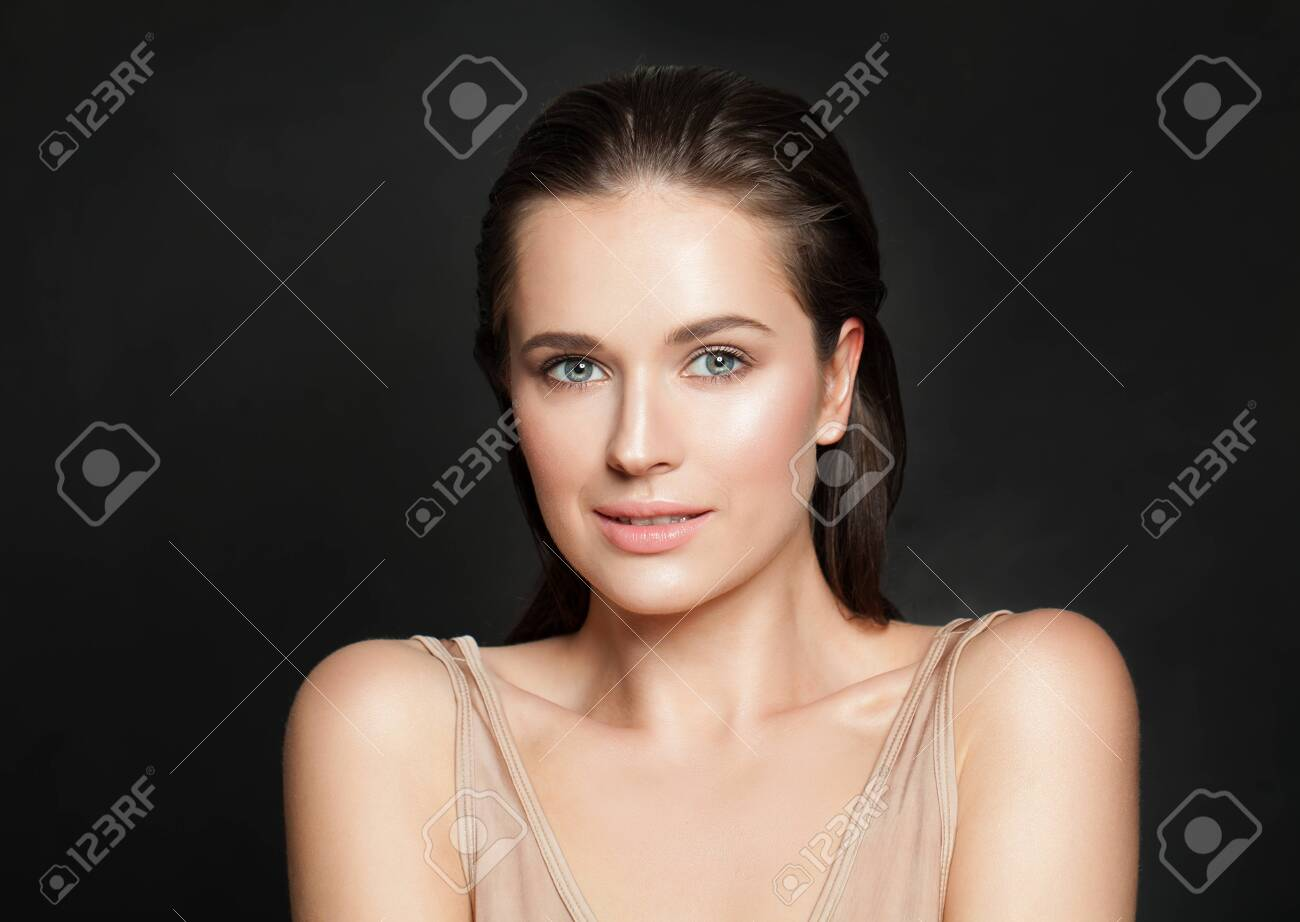 Portrait of beautiful smiling woman with clear skin - 121138516